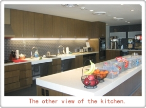 Theother view of the kitchen.
